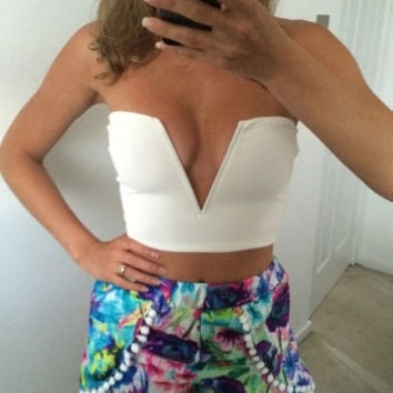 Plug V-Neck Print Strapless Crop Top