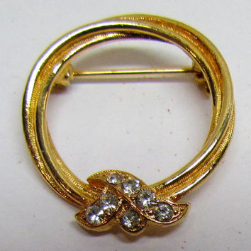 Vintage Brooch Pin, Gold Tone Wreath / Round Brooch with Rhinestones, Costume Jewelry