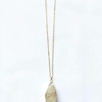 Shimmery Stone Pendant Necklace