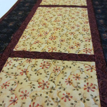 Primitive Quilted Table Runner Black Tan Cranberry