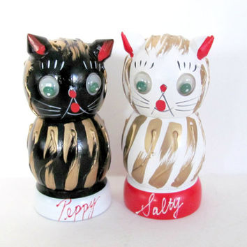 Vintage 1960's Napco Cat Salt and Pepper Shakers, Salty and Peppy, Wooden Shakers, Cat Home Decor