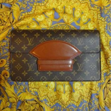 PEAPYD9 80s vintage Louis Vuitton rare monogram clutch bag. One of the rarest LV vintages.