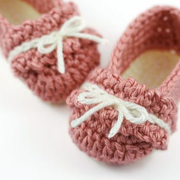 Crochet Ballet Slippers with Ruffles // Pink and Cream // 3 to 6 Months Baby Girl Ballet Shoes