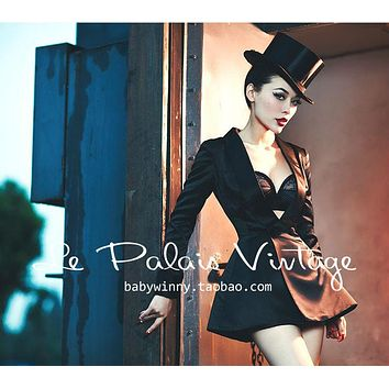Le Palais Vintage Smoking Jacket - Black Tie and Holiday