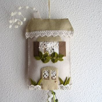 House to hang  Mobile by Intres on Etsy