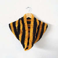 harry potter loop scarf -- hand knit bold striped hufflepuff cowl