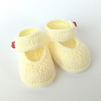 Newborn baby crochet slippers, baby gift and lovely footwear, crochet baby shoes, infant shoes