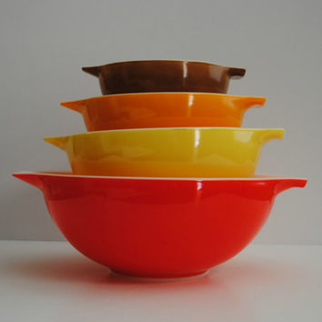PYREX Cinderella Bowl Set - 3 Town and Country Bowls plus a 4 Quart Red bowl - (#500.71)