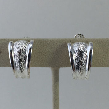 Napier Silver-tone Earrings, Classic Napier Hinged Clips, Shiny Textured Silver, Vintage Clip-on earrings