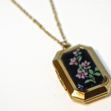 "Vintage Locket,SIGNED 1928 Necklace,Victorian Revival Necklace,25"" Chain,Gold Plate Locket with Black Floral Inlay,1928 Jewelry,Black Locket"