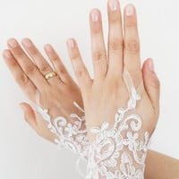 Free shipping, Wedding Gloves, ivory lace gloves, Fingerless Gloves, ivory wedding gown, off cuffs, cuff wedding bride, bridal gloves,