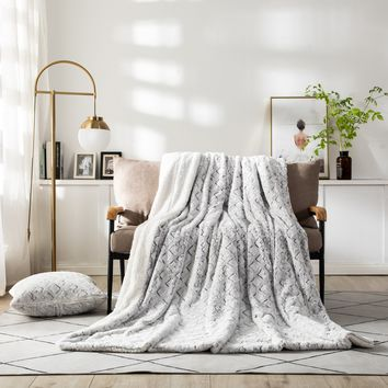 DaDa Bedding Luxury Plush Faux Fur Sherpa Throw Blanket, Dreamy Milky White White & Purple (M3395)