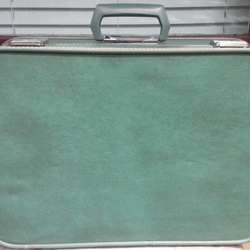 Vintage Skyway Sea Foam Suitcase, Skyway Luggage, Green Luggage, Vintage Luggage, Vintage Suitcase, Vinyl Suitcase, American Luggage, Travel