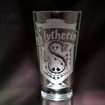 Slytherin House Banner Harry Potter Inspired Hogwarts School of Witchcraft and Wizardry Etched Glassware Harry Potter Pint Glass