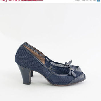 SALE Vintage 40s Deadstock Nautical Heels / 1940s Navy Blue Mesh Bow Pumps / 40s Shoes Size 6.5 / 1940s shoes EUR 37