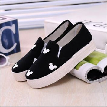 Spring Autumn Fashion Women Flats Canvas Shoes Platform Round Toe Breathable Shoes With Mickey Floral Print    A14