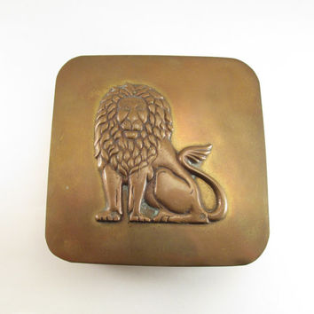 Vintage Large Brass Box with Lion Lid, Lidded Brass Jewelry Box, Brass Trinket Box, Brass Stash Box, Men's Dresser Box w/ Lion, Unique Gift