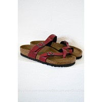 Mayari Vegan Birkenstocks | Pull Up Bordeaux