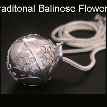 Sterling Silver Harmony Ball solid 925 with Beautiful Traditional Balinese Flowers, Excellent Craftsmanship, Bola Necklace, Angel Caller 305
