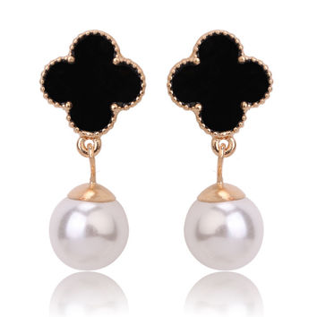Beady Cleef Single Clover with Pearl - Gold & Black