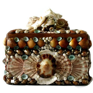 Large Wooden Drexel Heritage Seashell Box