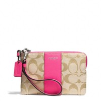 BOXED LEGACY L-ZIP SMALL WRISTLET IN SIGNATURE FABRIC