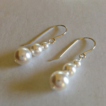 Silver Pearl Earring, sterling earring, pearl earring, drop earring, dangle earring, silverbymaggie, bridal jewelry, swarovski pearls, chic