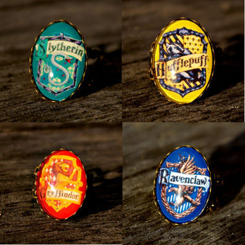 Harry Potter Hogwarts houses vintage style ring by BaconFactory