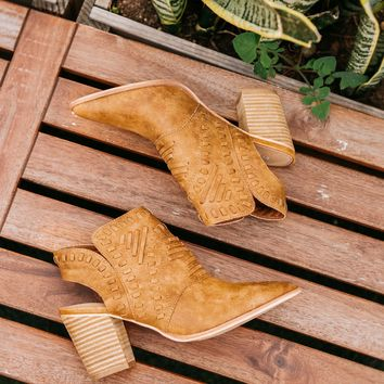 Mi iM - Emily | Patterned Pointed Cowboy Boot - Camel