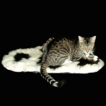 Alpaca Cat Bed Cruelty Free Rustic Primitive Felted Fleece Rug - Black and White - Supporting Small US Farms - Not a Skin - Better
