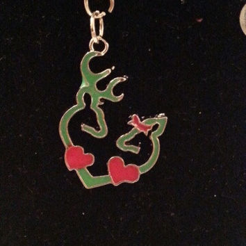 Green browning buck and doe kissing heart with red hearts and bow style necklace, earrings