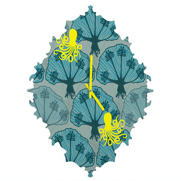 Raven Jumpo Octopus Among The Coral Baroque Clock