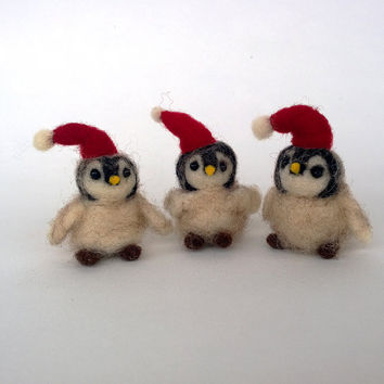 Felt penguin miniature Christmas baby penguin Needle felt animal penguin ornament Xmas mini decor Woolen Waldorf toy doll Cute soft figurine