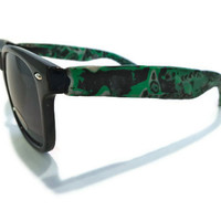 Electrified Green and Black Black-Faced Wayfarers