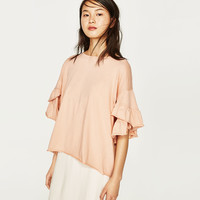T-SHIRT WITH FRILLED SLEEVES DETAILS