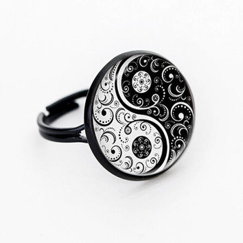 Wiccan ring YIN YANG black and white glass personality balance Round Dome jewelry rings adjustable rings handmade 100%