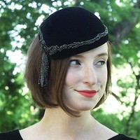 1950s Black Fascinator Mini Hat w/ Beaded Fringe Tassel Velour Retro Flapper 20s