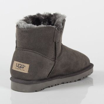 UGG 2018 winter new trend female models low tube anti-skiing boots