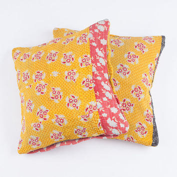 2 Vintage Quilt Pillows in 18x18 - 167