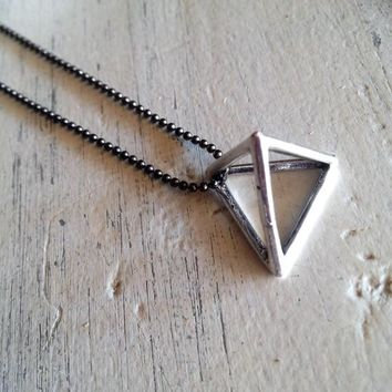 Mens necklace, 3d triangle necklace, silver unisex triangle necklace, 3d pyramid pendant, antique silver chain pendant, geometrical pendant