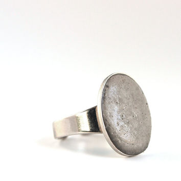 Gray oval bezel ring, gray concrete ring, street fashion ring, Modern Jewelry, concrete jewelry, Contemporary ring, bridesmaid ring.