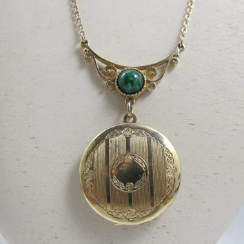 Vintage Locket Necklace Signed Sarah Coventry Green Glass Cabochon Lavalier 1970s Victorian Revial Photo Locket