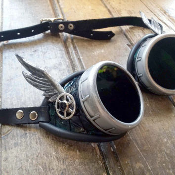 Green Embossed Dragon Skin Leather Steampunk Goggles with Leather Wings