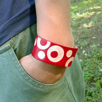 Handmade Red Leather Bracelet With Circle Pattern - FREE Shipping Wordlwide