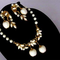 CROWN TRIFARI 1954 White Apple Poured Glass Necklace Earrings Demi SET
