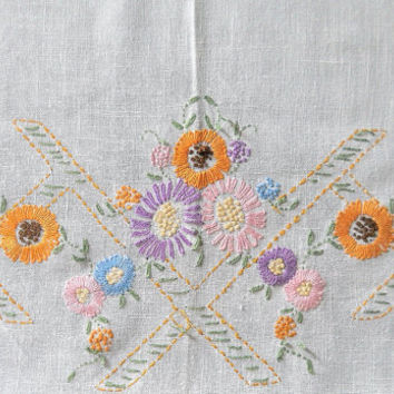 Hand Embroidered Tablecloth Embroidered White Linen Table Cloth Hand Embroidery Floral Tablecloth Linen Tablecloth Afternoon Tea Cottage