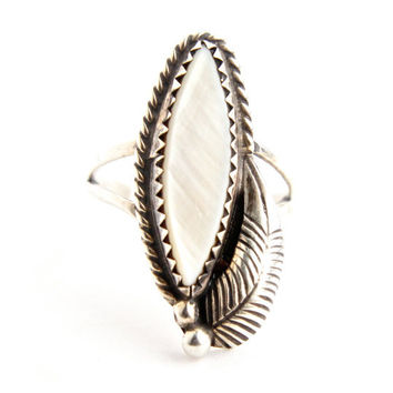 Vintage Sterling Silver Mother of Pearl Ring - Size 6 Statement Native American Style Jewelry / Tribal Leaf
