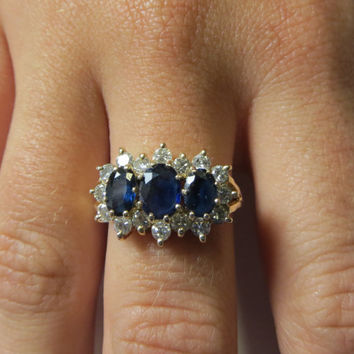 Estate Vintage Saphire and Diamond Ring in Solid 14k Gold Setting