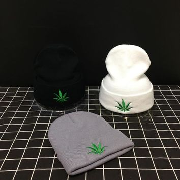 New Fashion Men Women Winter Hip Hop Punk Black Weed Leaf Beanie Hats Knitting Woolen Cap Skullies