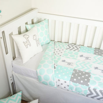 Patchwork quilt nursery set - Mint and grey giraffes (Mint jumbo spot quilt backing)